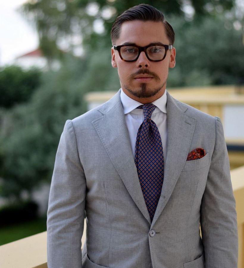 Какие очки подходят к серому костюму и белой рубашке