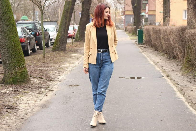 С чем носить весной джинсы мом