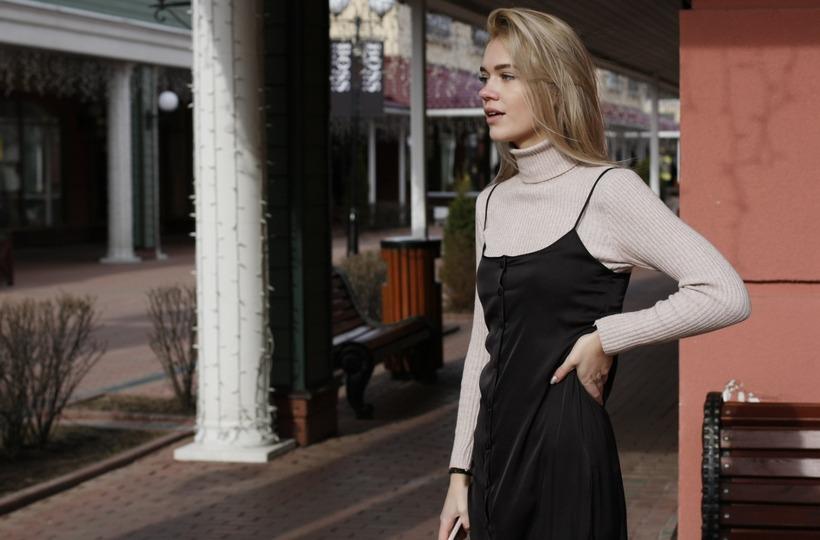 С чем носить шелковое платье комбинацию зимой